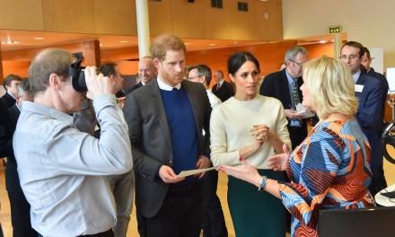 Le prince Harry et son épouse Meghan renoncent à leurs titres royaux