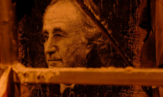 L'escroc le plus célèbre au monde, Bernard Madoff, demande à être libéré pour sa santé