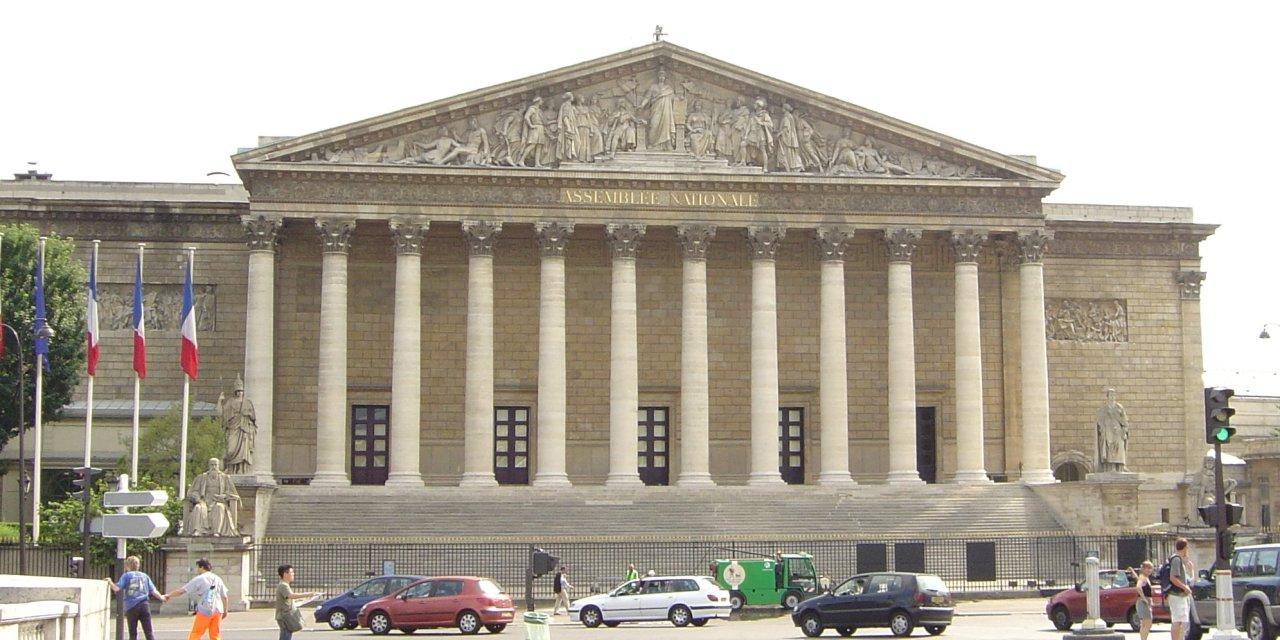 Réforme des retraites : le texte de loi examiné en commission à l'Assemblée nationale