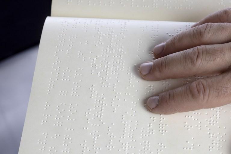 Une vingtaine de livres ont pu être adaptés en braille par le Centre de transcription de Toulouse. Crédit: Pixabay/Myriams Fotos