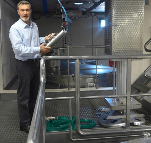 Monteti - Javier and the Pigeage machine
