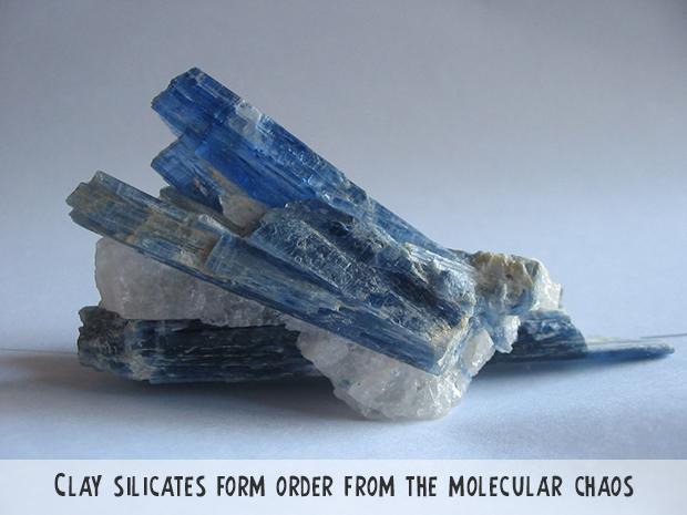 Kyanite_crystals.jpg