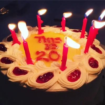 This is 20 Cake | leahdecesare.com