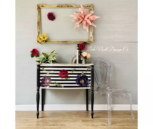 Striped Table with Oversized Florals