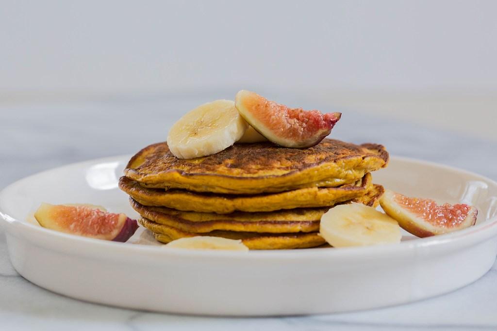 Flourless Paleo Pumpkin Pancakes by Leahs Plate4 1024x683 - Paleo Pumpkin Pancakes