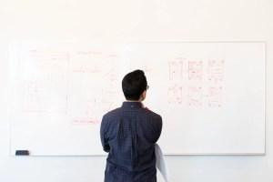 Reinventarse en tiempos de crisis: pasos para crear un nuevo negocio