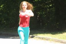 Leandra Ramm picture, wearing red shirt and blue pants running