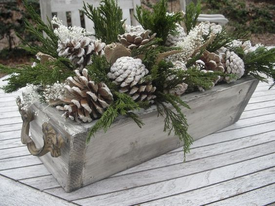 pine cone wood box decoration
