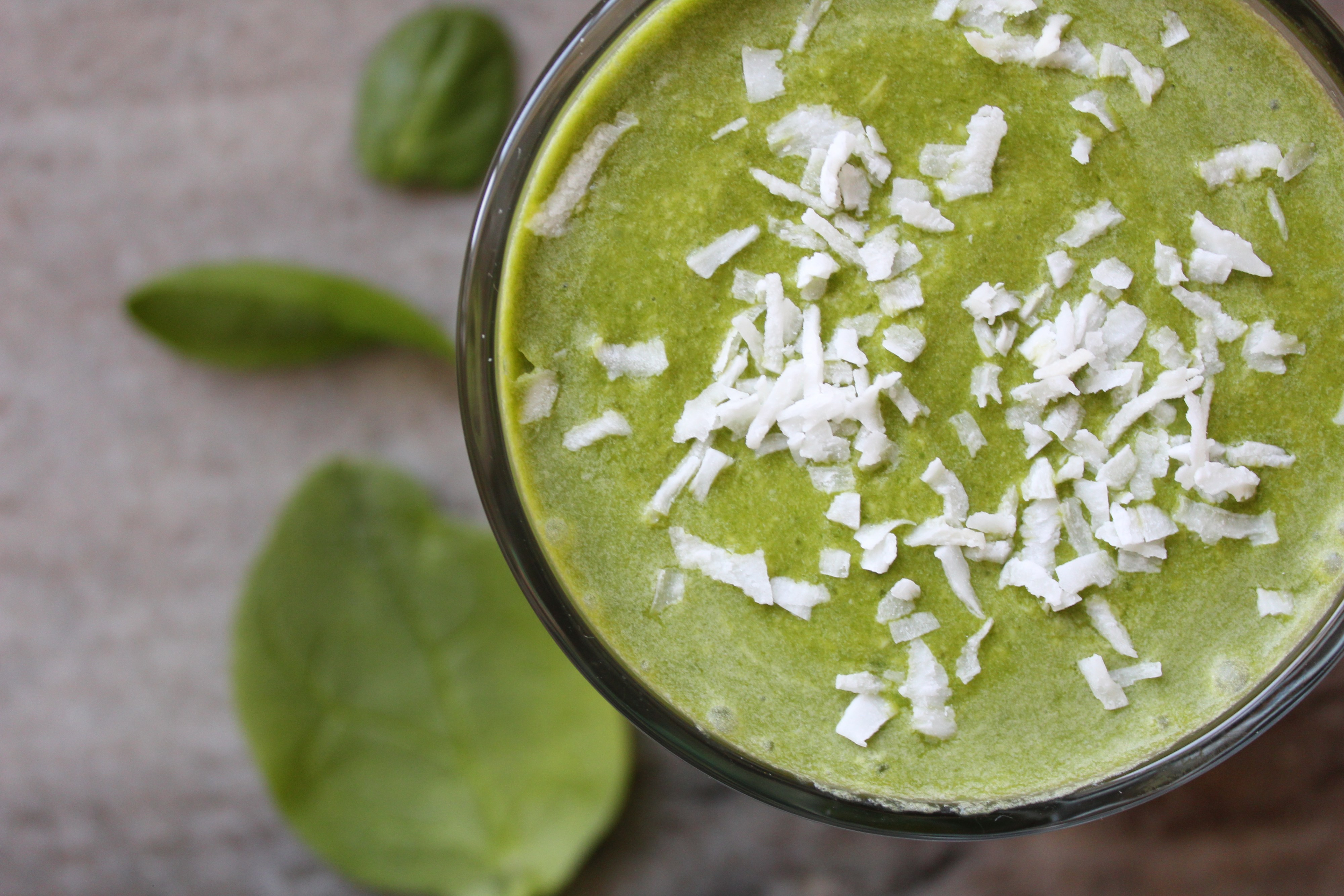 This deliciously tropical green smoothie is packed with spinach, sweet pineapple and banana, and a dash of matcha for some green tea flavor!