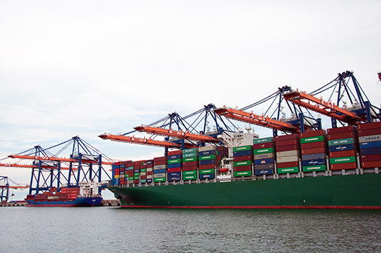 Containerschiffe der Superlative aus der Nähe betrachtet