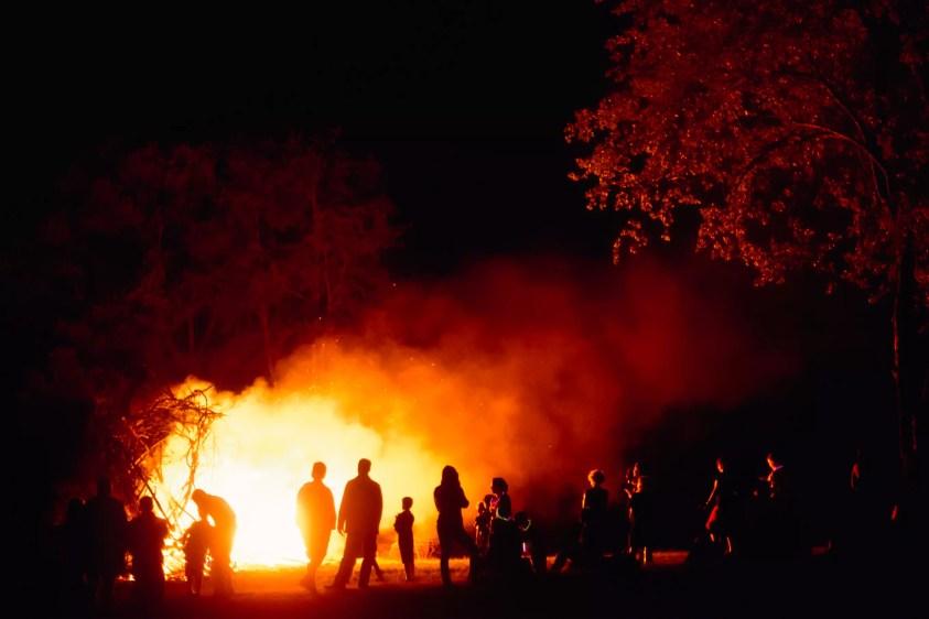 În jurul Bonfire