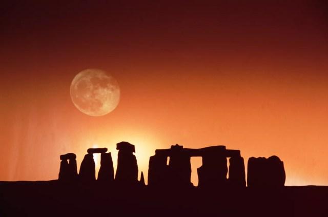 StonehengeMoon_1500.jpg