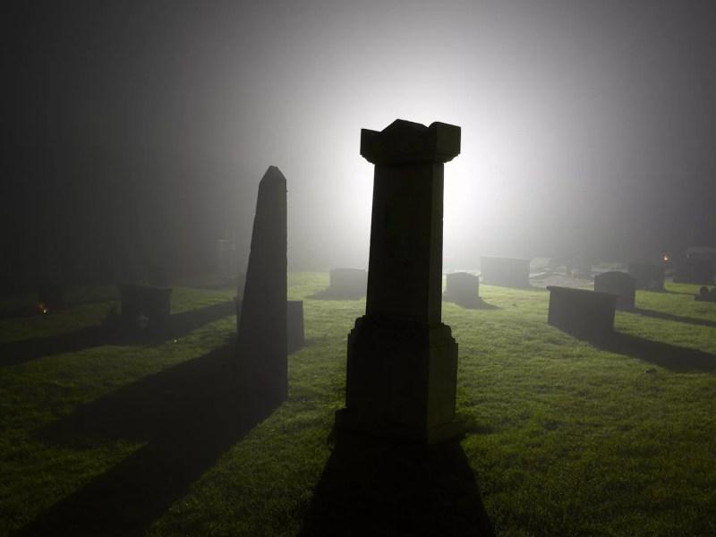 Cimetière de nuit