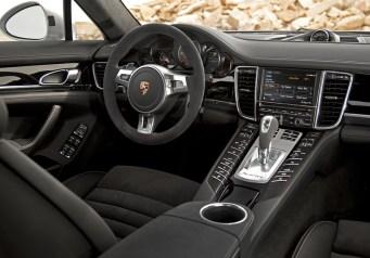 Porsche-Panamera-S-Black-int
