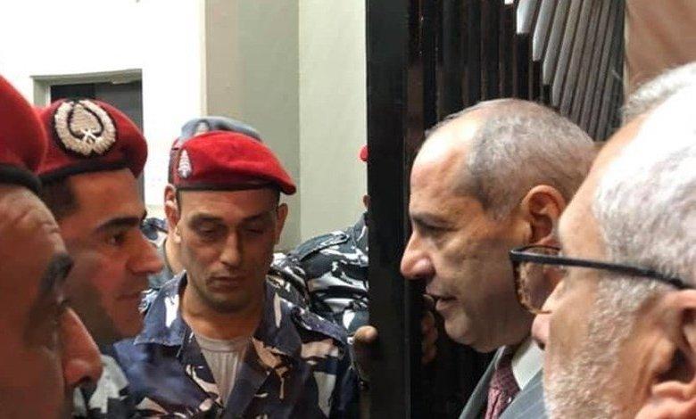Photo of نقيب المحامين في ثكنة الحلو (فيديو)