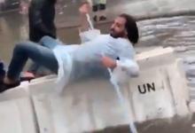 Photo of الفيديو الأكثر تداولاً…شتا وتجذيف في ساحة الإحتجاج!
