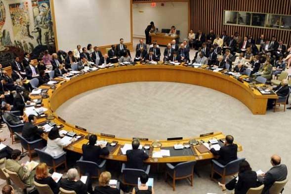 L'ONU lève l'embargo sur les diamants bruts ivoiriens et assouplit l'embargo sur les armes.<br />