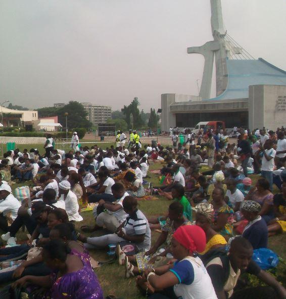 Des milliers de chrétiens catholiques prient à Abidjan pour une présidentielle paisible en Côte d'Ivoire