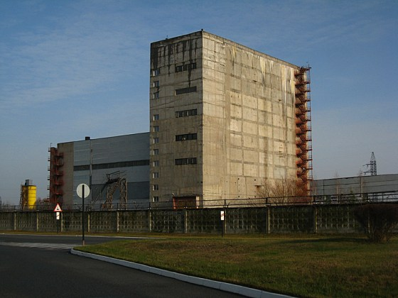 A building to the left of reactors 3 and 4. We are close now, about 500m.