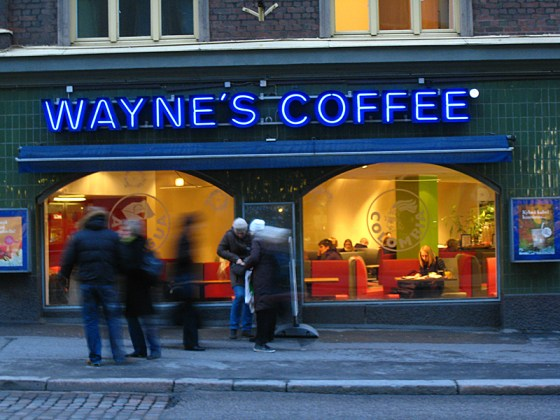 Someone tell Wayne he's got a job, even his own place lined up here if he ever wants to move. We went in later in the day to enjoy a drink.