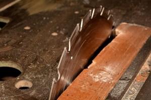 blade wood cutting