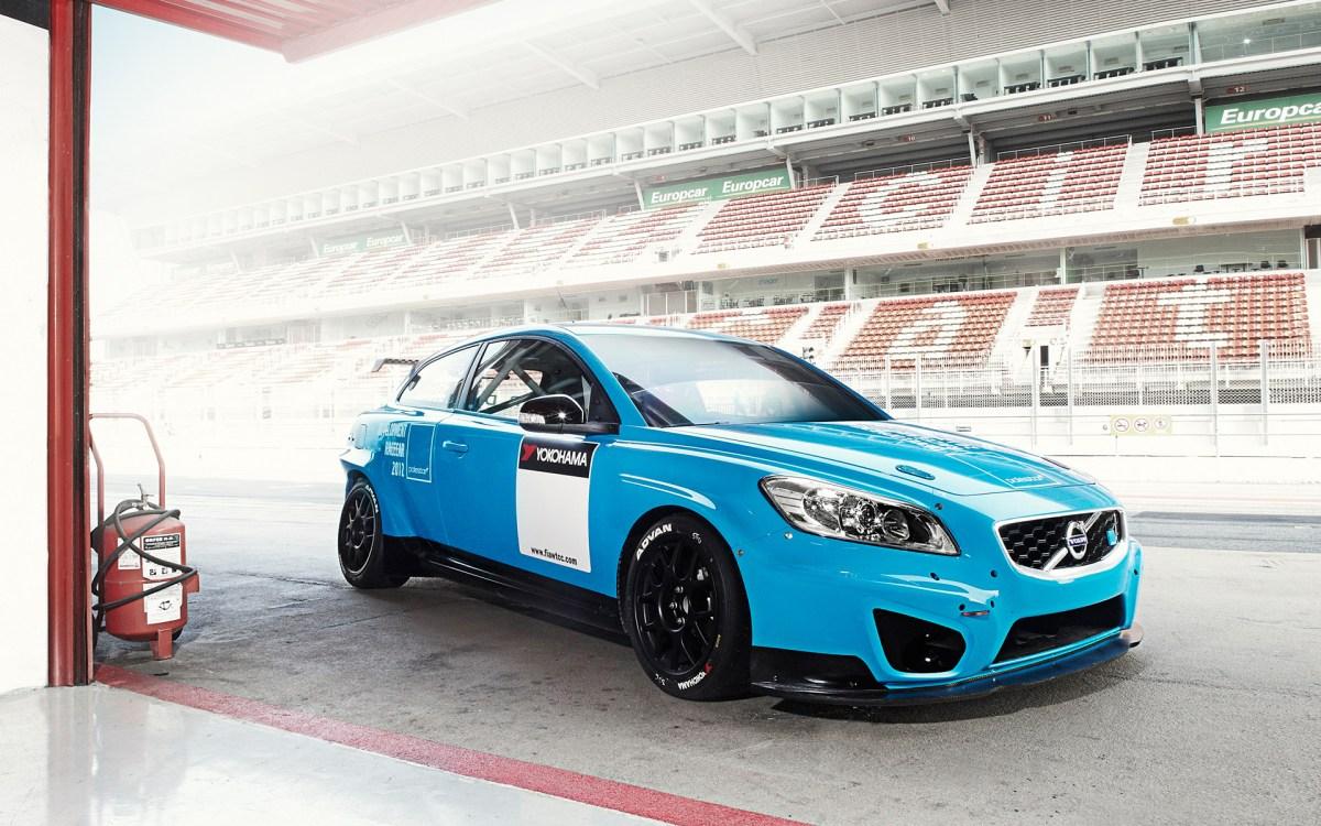 WTCC-premiere-in-Brazil-for-Polestar-Racings-Volvo-C30-DRIVe
