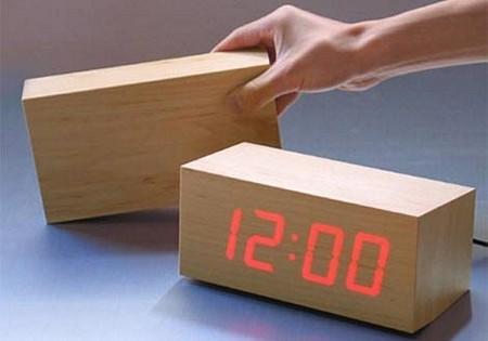 photo horloge en bois à LED