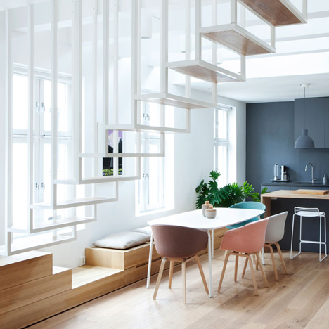 Espace table - escalier suspendu -Idunsgate-by-Haptic