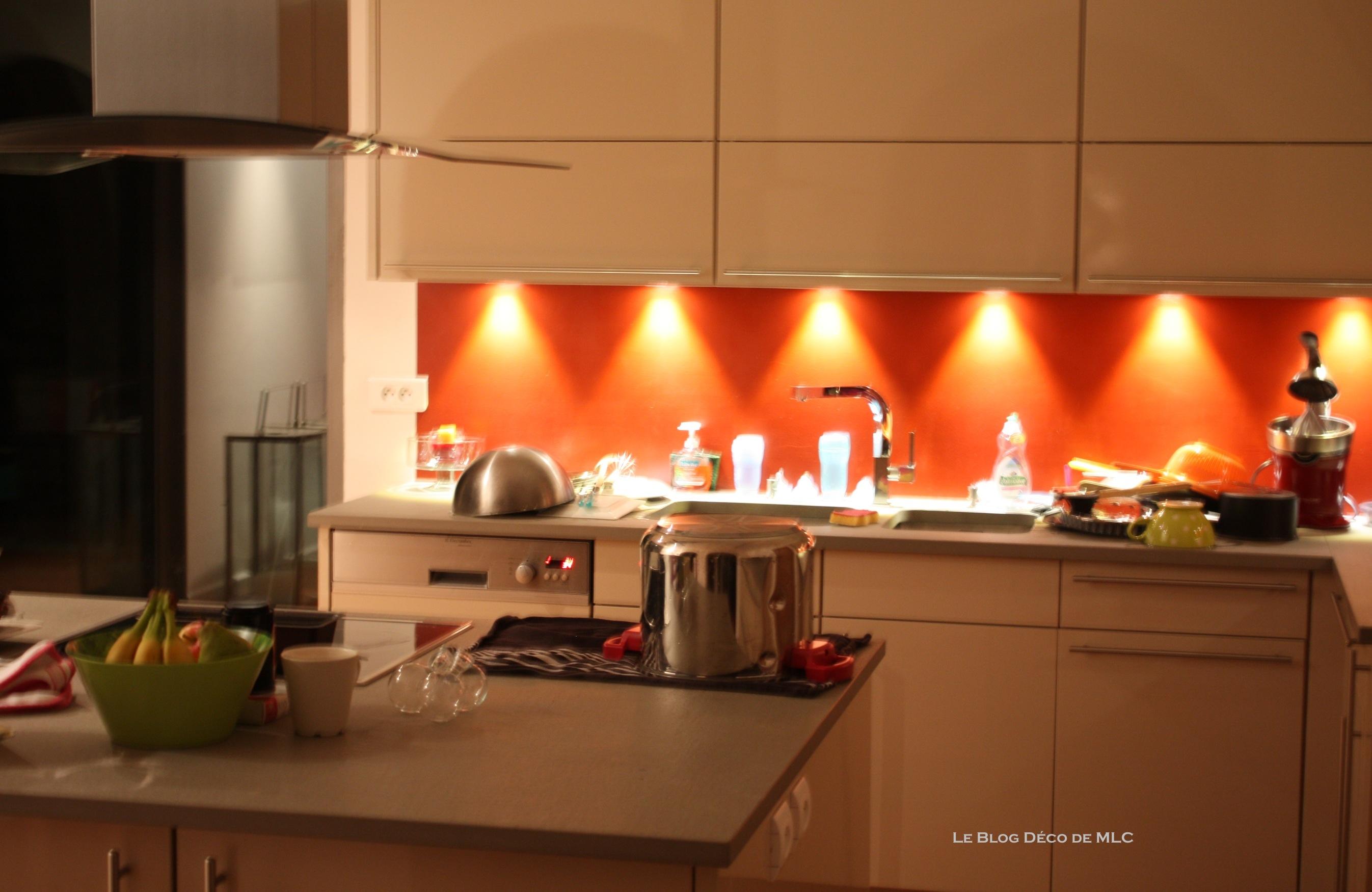 Peinture Murale Pour Cuisine Beige cuisine meubles beige sur fond rouge – cuisine couleur darty