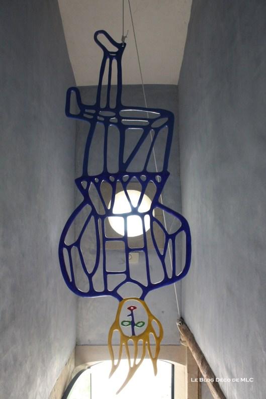 Art-contemporain-déco-femme-suspendu
