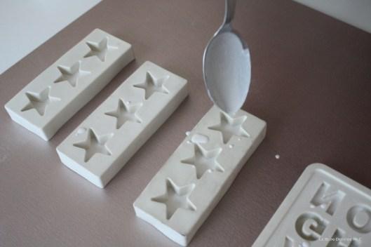 DIY-déco-facile-étoiles-et-lettres-en plâtre-remplissage-etoile-2
