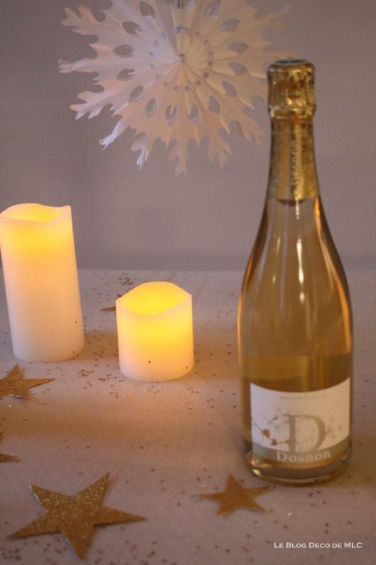 Noël-déco-champagne-et-bougies-led pour-une-fête-magique-champagne-dosnon