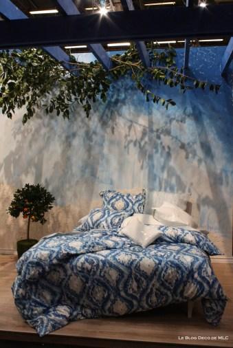 10-chambres-déco-colorées-pour-sinspirer-bleue-Hamam-fauteuil