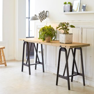 Les-meubles-en-bois-brut-dans-la-déco-Console-metal-pin-eliot-Tikamoon