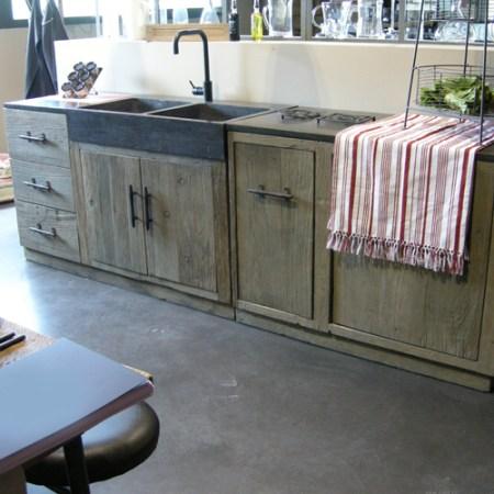 Cuisine-ou-trouver-des-meubles-independant-en-bois-brut-hanjel-combloux