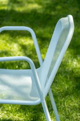 Une-jolie-sélection-de-mobilier-extérieur-chaise-emu
