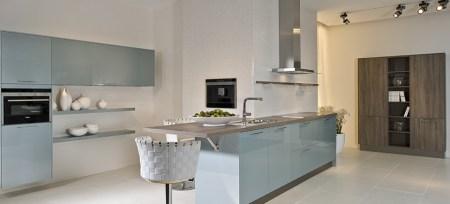 Cuisine-Bleu-pale-bois-Quelle couleur-choisir-pour-rénovation-stahlblau