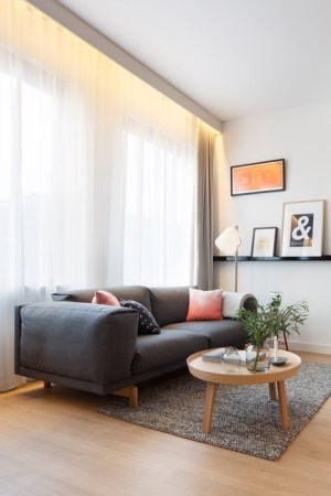 Studio-aménagement-moderne-canapé-Zoku_Concrete
