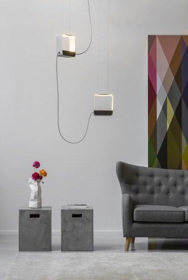 Luminaires-géométriques-suspendus-DESIGNHEURE-Eau-de-lumiere-Suspension-2-carre-bois