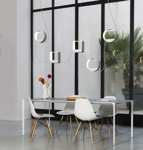 Luminaires-géométriques-suspendus-DESIGNHEURE-Eau-de-lumiere-Suspension-5-marbre