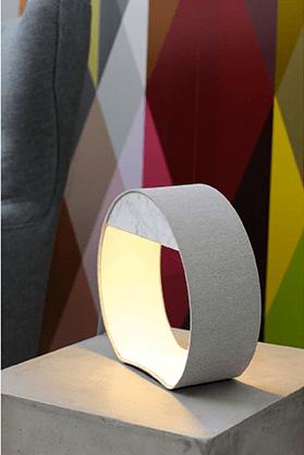 Luminaires-géométriques-suspendus-DESIGNHEURE-lampe-table-ronde