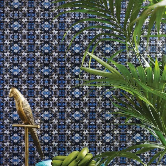Mix-and-match-déco-urbaine-et-exotisme-oriental-papier-peint-mustique-matthew-williamson