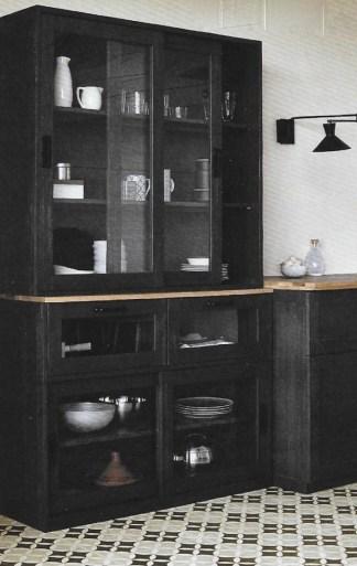 vaissellier-meuble-cuisine-noire-ampm