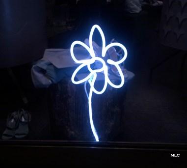 jolie-applique-neon-fleur