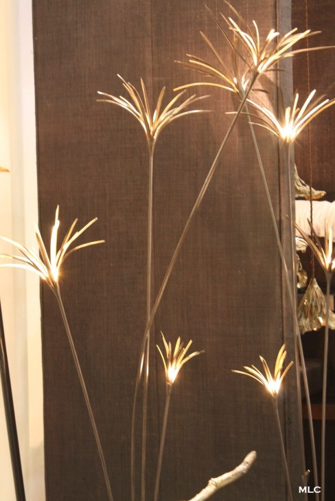 luminaire-cuivre-poetique-tige-lampe-fleur