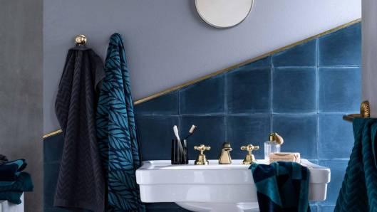salle-de-bain-bleu-bicolore-carrelage