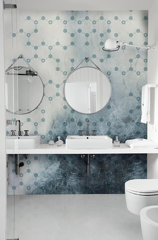 papier-peint-salle-de-bain-bleu-wall-and-deco