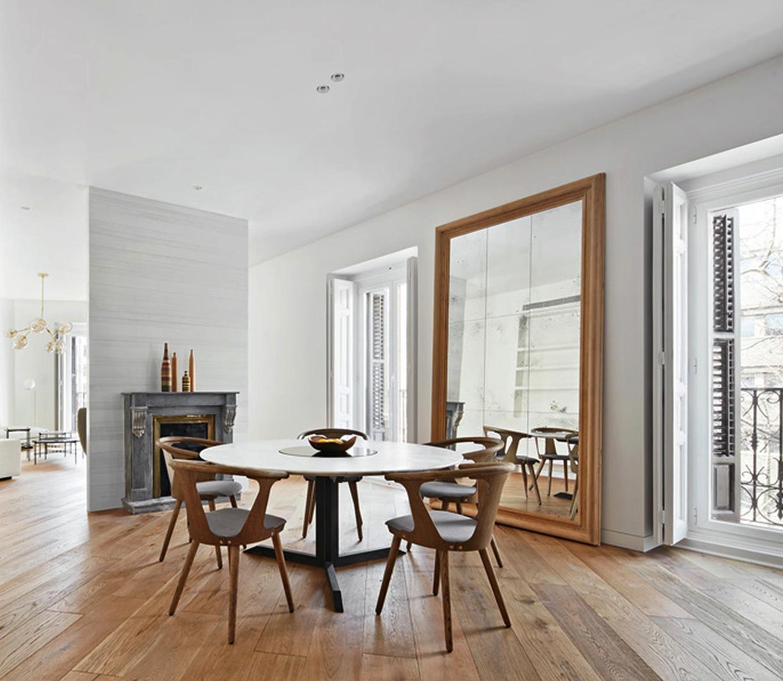 Grand miroir xxl salle a manger table blanche et chaise - Table de salle a manger en bois ...