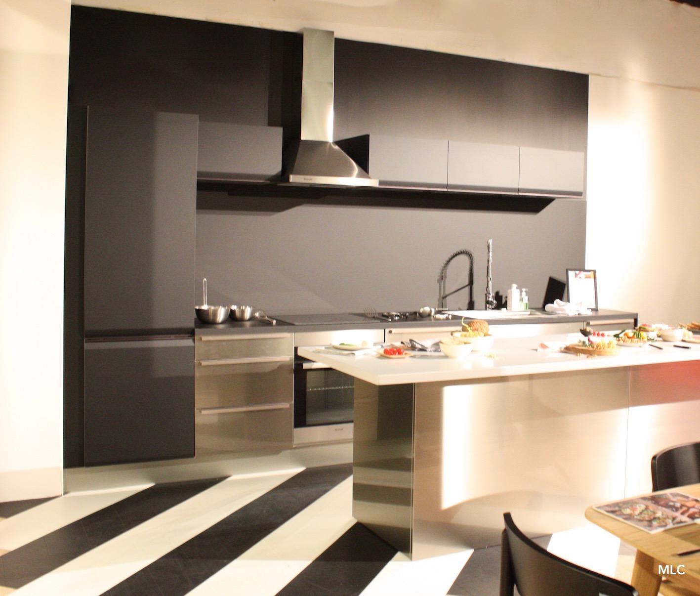 Une cuisine noire lumineuse - Le Blog déco de MLC