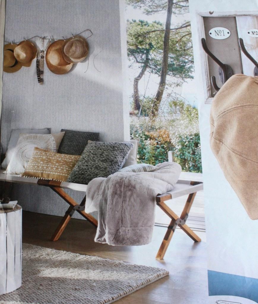 lit de camp au salon